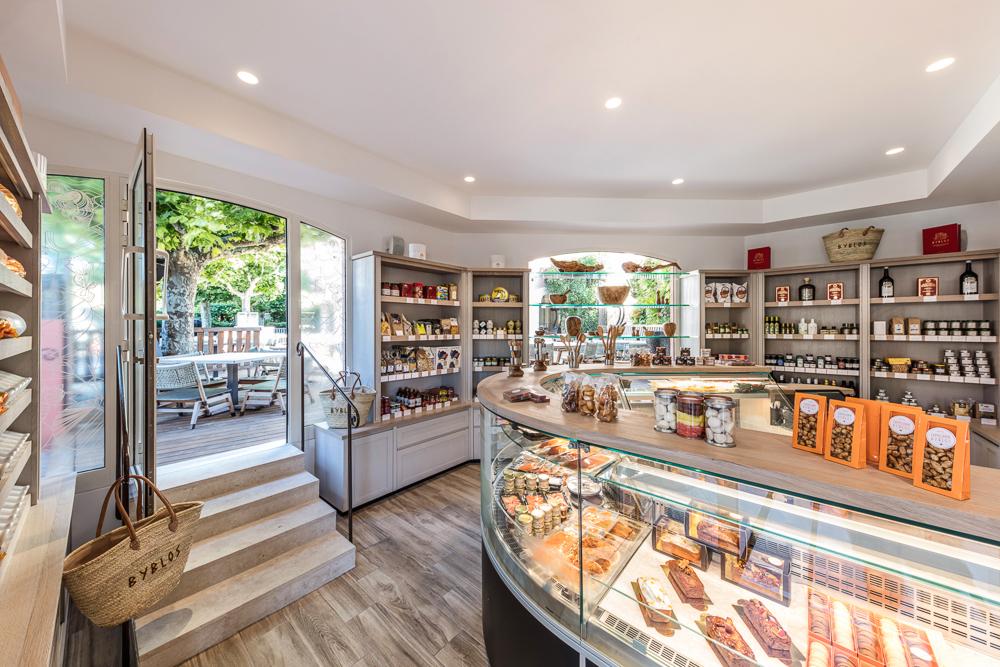 agencement-boutique-Byblos-Saint-Tropez