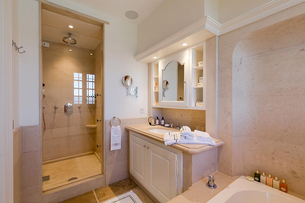 projet-architecture-interieure-bain-villa-Gassin-FG-Design